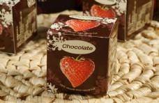 草莓黑巧克力包装盒