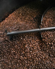 在搅拌的咖啡豆